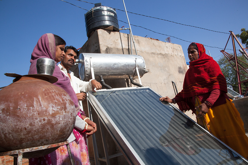 People of rajasthani villages explain functioning of a solar water heater, in Barefoot old campus. Solar water heaters, storing upto 300 liters, are made by rural Barefoot fabrication engineers. They are available in two varieties - oil-based and non oil-based. 01/2013 © Marida Augusto/Max Hirzel