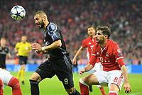v.l. Karim Benzema, Javier ''Javi'' Martinez (Bayern)<br /> Muenchen, 12.04.2017, Fussball, Champions League, Viertelfinale Hinspiel, FC Bayern München - Real Madrid<br /> <br /> Norway only