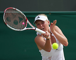 LONDON, ENGLAND - Monday, June 27, 2011: Caroline Wozniacki (DEN) in action during the Ladies' Singles 4th Round match on day seven of the Wimbledon Lawn Tennis Championships at the All England Lawn Tennis and Croquet Club. (Pic by David Rawcliffe/Propaganda)