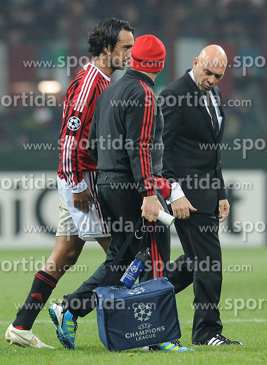 23.11.2011, Giuseppe Meazza Stadion, Mailand, ITA, UEFA CL, Gruppe H, AC Mailand (ITA) vs FC Barcelona (ESP), im Bild Alessandro NESTA abbandona il campo dopo l infortunio (Milan) // during the football match of UEFA Champions league, group H, between Gruppe H, AC Mailand (ITA) and FC Barcelona (ESP) at Giuseppe Meazza Stadium, Milan, Italy on 2011/11/23. EXPA Pictures © 2011, PhotoCredit: EXPA/ Insidefoto/ Alessandro Sabattini..***** ATTENTION - for AUT, SLO, CRO, SRB, SUI and SWE only *****
