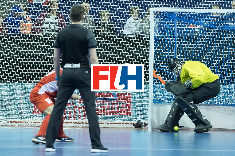 Hockey, Seizoen 2017-2018, 09-02-2018, Berlijn,  Max-Schmelling Halle, WK Zaalhockey 2018 MEN, Iran - Czech Republic 2-2 Iran Wins after shoutouts, Pavel Hraba (GK)  stops a penalty