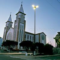 Catedral e monumento ao desbravador em Chapeco, Santa Catarina, Brasil, 05/08/2001 foto de Ze Paiva/Vista Imagens