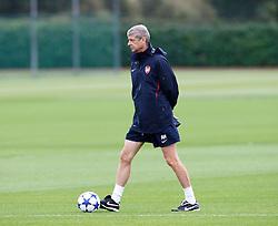 14.09.2010, Trainingsplatz Arsenal, London, ENG, PL, Arsenal Training, im Bild Arsene Wenger, Manager of Arsenal. EXPA Pictures © 2010, PhotoCredit: EXPA/ IPS/ Kieran Galvin +++++ ATTENTION - OUT OF ENGLAND/UK +++++ / SPORTIDA PHOTO AGENCY