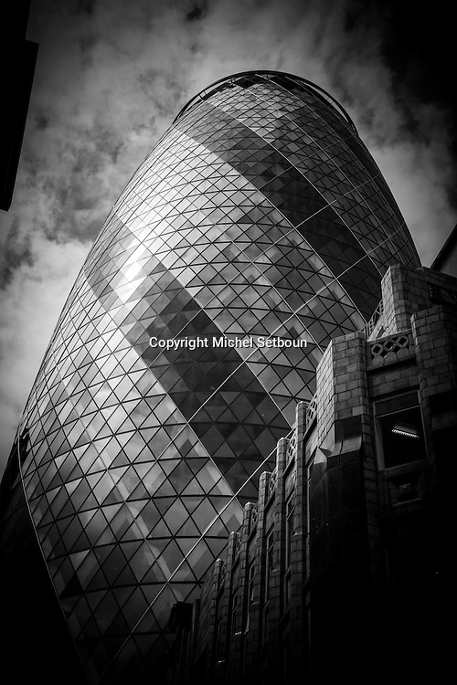 London. UK. Swiss Re Tower architect Norman fioster , in the city financial district of london / la tour Swiss Re par l architecte anglais Norman foster e  , dans le quartier financier de la city