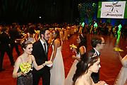 Ludwigshafen. 02.12.17 | <br /> Pfalzbau. Gala-Ball von Tanz-Art Formacon. Wiener Opernballeröffnung unserer Debütanten, ca. 60 Jugendpaare ziehen in den festlich Ballsaal ein und vertanzen 3 Touren der Francaise. Passend zum Wiener Opernballthema alle Damen mit hellen Kleidern und Diadem im Haar, alle Herren mit weissen Handschuhen. <br /> Bild: Markus Prosswitz 02DEC17 / masterpress (Bild ist honorarpflichtig - No Model Release!) <br /> BILD- ID 03410 |