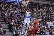 DESCRIZIONE : Campionato 2015/16 Serie A Beko Dinamo Banco di Sardegna Sassari - Umana Reyer Venezia<br /> GIOCATORE : Jarvis Varnado<br /> CATEGORIA : Tiro Penetrazione Sottomano<br /> SQUADRA : Dinamo Banco di Sardegna Sassari<br /> EVENTO : LegaBasket Serie A Beko 2015/2016<br /> GARA : Dinamo Banco di Sardegna Sassari - Umana Reyer Venezia<br /> DATA : 01/11/2015<br /> SPORT : Pallacanestro <br /> AUTORE : Agenzia Ciamillo-Castoria/L.Canu