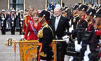 Nederland. Den Haag, 20 september 2011.<br /> Prinses Margriet en Pieter van Vollenhoven groeten het vaandel bij vertrek.<br /> Prinsjesdag. Derde dinsdag van september, derde dinsdag in september, miljoenennota, monarchie, politiek, kabinet Rutte, <br /> Foto Martijn Beekman