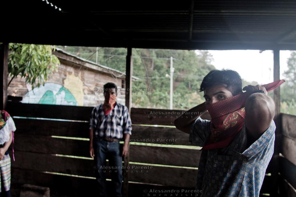 A man wearing a shawl. They cannot reveal them identities.<br /> Hombre con pa&ntilde;uelo. Los zapatistas no pueden revelar su identidad.