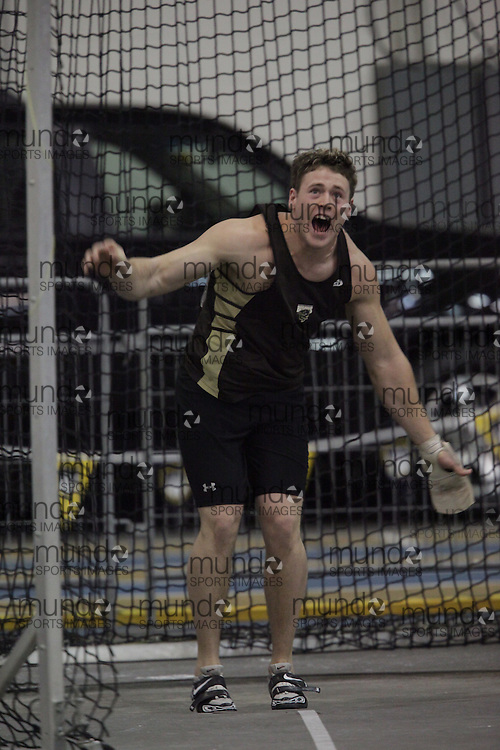 Windsor, Ontario ---13/03/09--- Garth Suppes of  the University of Manitoba competes in the mens weight throw at the CIS track and field championships in Windsor, Ontario, March 13, 2009..GEOFF ROBINS Mundo Sport Images