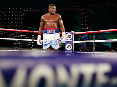 Luis Ortiz defeats Malik Scott