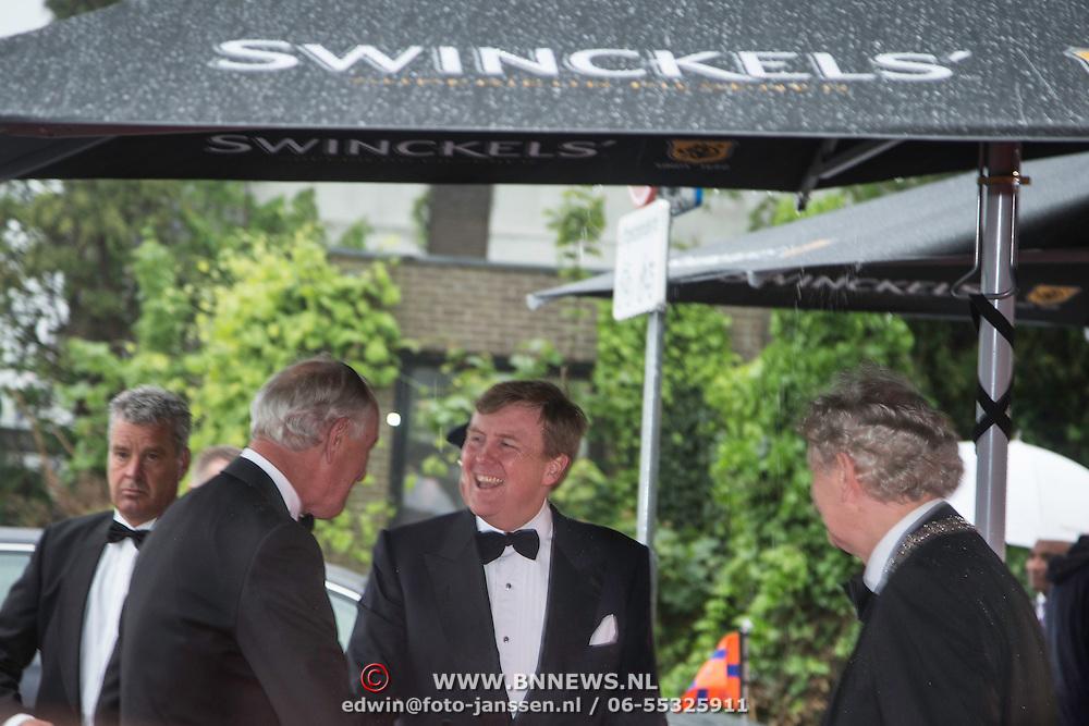 NLD/Amsterdam/20140508 - Wereldpremiere Musical Anne, Aankomst Z.K.H. Willem Alexander bij de premiere van Anne