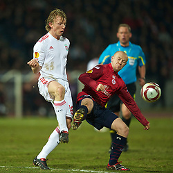 LILLE, FRANCE - Thursday, March 11, 2010: Liverpool's Dirk Kuyt in action against LOSC Lille Metropole's Florent Balmont during the UEFA Europa League Round of 16 1st Leg match at the Stadium Lille-Metropole. (Photo by David Rawcliffe/Propaganda)