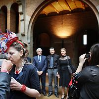 Nederland, Amsterdam , 29 april 2010..Bezoekers en met koninklijke lintjes onderscheiden gasten van de Beurs van Berlage komen bijeen voor aanvang van de officiele uitreiking..Foto:Jean-Pierre Jans