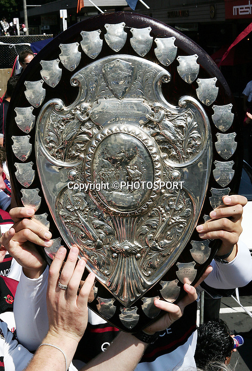 The Ranfuly Shield passes through the hands of the fans during the street parade for the North Habour Air NZ Cup team who won the Ranfurly Shield last weekend, at Takapuna, Auckland, on Thursday 28 September 2006. Photo: Tim Hales/PHOTOSPORT<br />