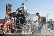 Water fight at Neptune fountain