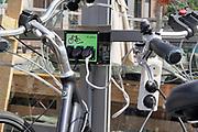 Nederland, Tolkamer, 14-8-2018Langs een toeristische fietstoute langs de Rijn kan men de elektrische fiets opladen. FOTO: FLIP FRANSSEN