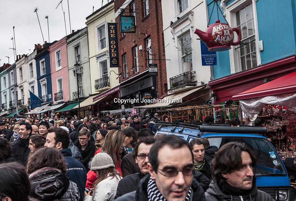 London 2011 <br /> Portobello Road  market  Notting Hill  marknaden som s&auml;ljer allt antikviteter blommor leksaker kl&auml;der och mat etc Gatumusikanter instrument <br /> filmen Notting Hill med Hugh Grant och Julia Roberts <br /> <br /> <br /> FOTO : JOACHIM NYWALL KOD 0708840825_1<br /> COPYRIGHT JOACHIM NYWALL<br /> <br /> ***BETALBILD***<br /> Redovisas till <br /> NYWALL MEDIA AB<br /> Strandgatan 30<br /> 461 31 Trollh&auml;ttan<br /> Prislista enl BLF , om inget annat avtalas.