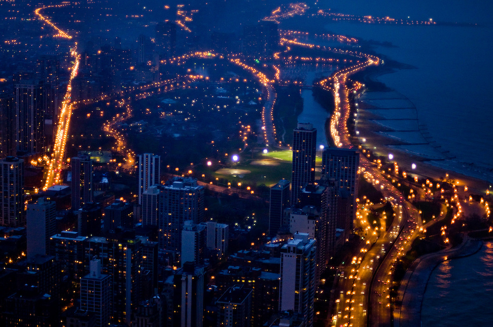 View north from the Hancock Building onto North Lakeshore drive, one of Chicago's busiest roads leading into the city along Lake Michigan<br /> <br /> Green Chicago..Photographer: Chris Maluszynski /MOMENT