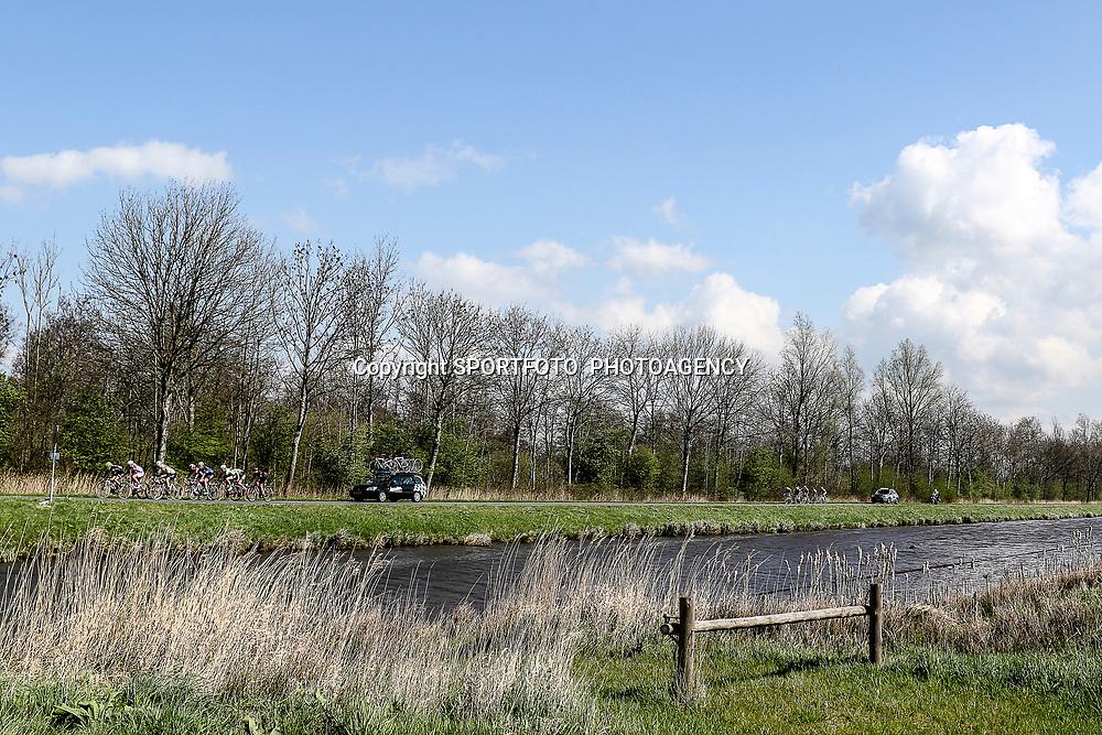16-04-2016: Wielrennen: IJsseldelta Topcompetitie vrouwen: Zwolle<br />ZWOLLE (NED) wielrennen <br />Wind was in deze editie de grootste tegenstanders van de vrouwen. Kilometers lange probeerde de tweede groep de aansluiting met de kopgroep te bewerkstelligen