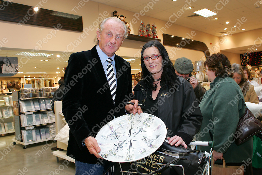 Pictured at the Launch of the Paul Costelloe Homeware collection designed exclusively for Dunnes Stores in the New Jetland Shopping Center were: Designer Paul Costelloe and Denise Fahy, Broadforc, Co. Clare.<br />