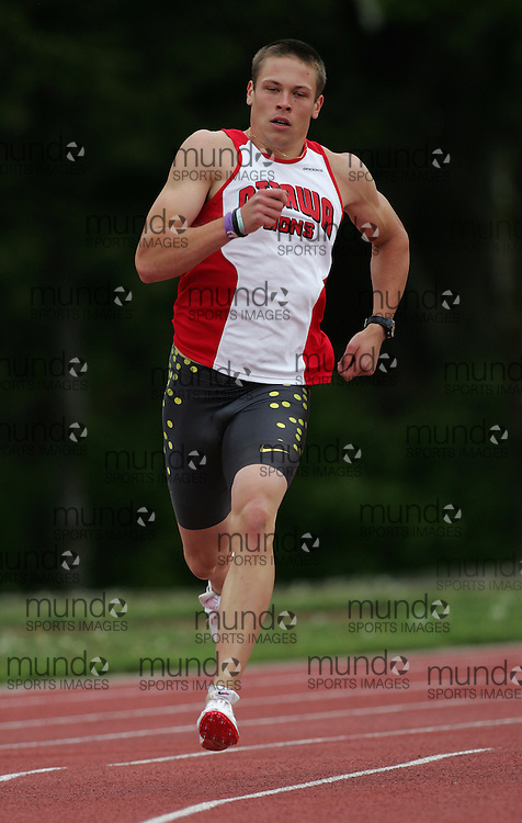 (Canton, USA---07 May 2010) Michael Roberston of the Ottawa Lions runs to victory in the 400m at the St Lawrence University Saints twilight track and field competition. Sean Burges / Mundo Sport Images, 2010. www.mundosportimages.com