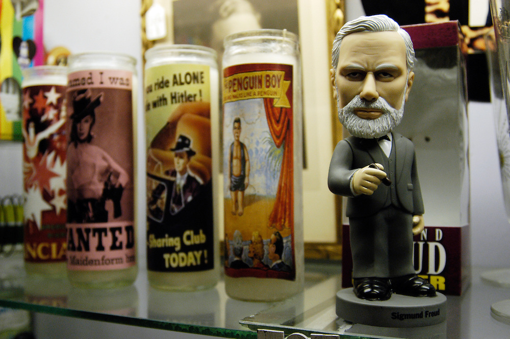 Sigmund Freud bobble head on store shelf in Cambridge, MA.
