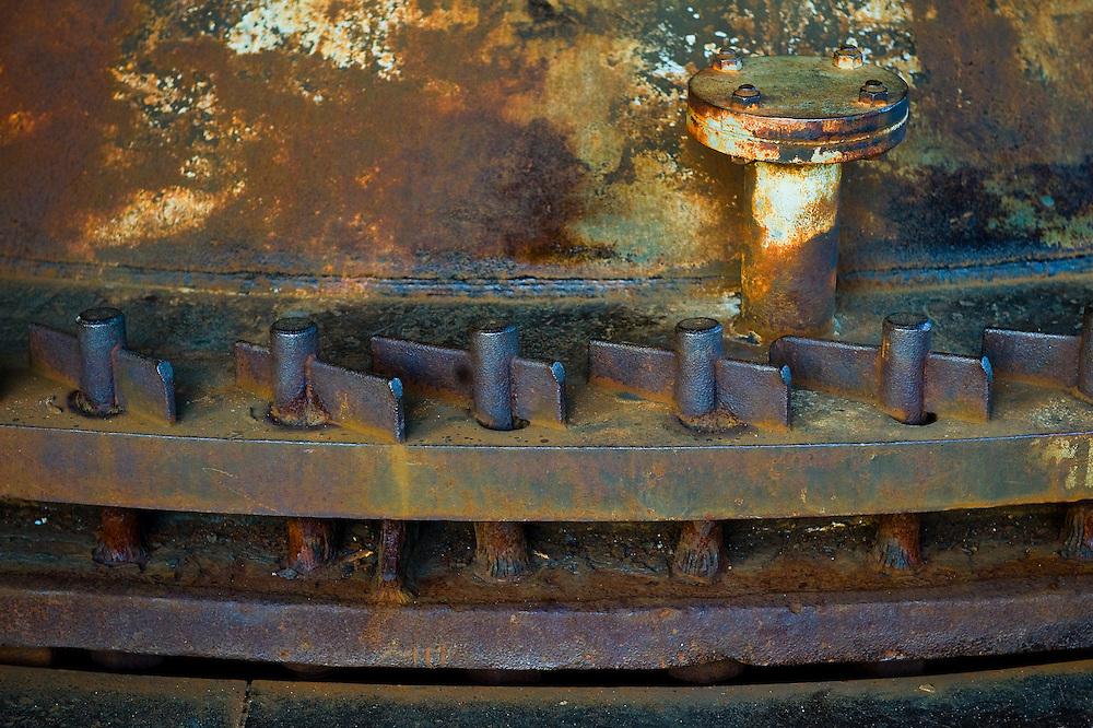 Duitsland, Duisburg, 20 juli 2010.Landschaftspark Duisburg-Nord. Detail van een tandwiel, onderdeel van een afgedankte hoogoveninstallatie...Foto (c) Michiel Wijnbergh..
