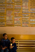Venezuela_VEN, Venezuela...Criancas em mercado publico na Venezuela...Children in public market in Venezuela...Foto: JOAO MARCOS ROSA / NITRO