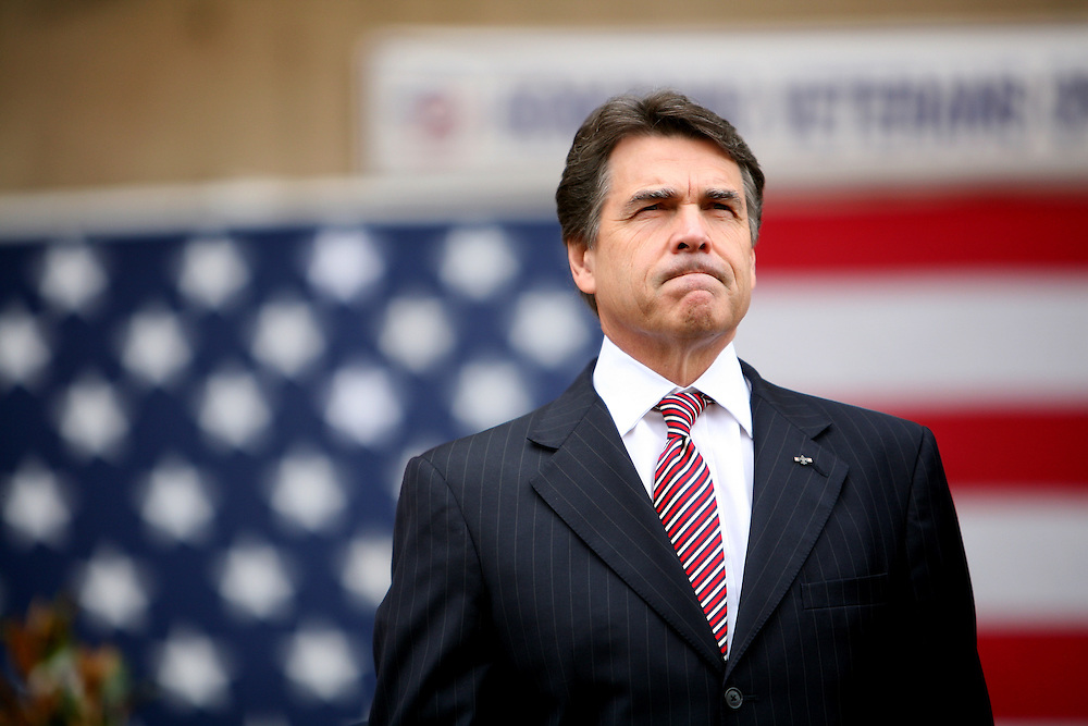 Texas Governor Rick Perry attends the oath of enlistment prior to the Dallas Veterans Day Parade November 11, 2010. (Courtney Perry/The Dallas Morning News). 11192010xNEWS 11202010xALDIA 12252010xALDIA