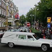 NLD/Amsterdam/20101012 - Herdenkingsdienst overleden Antonie Kamerling, rouwauto