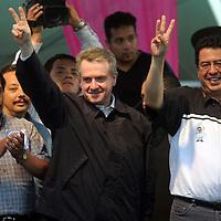 Cuautitlan, Mex.- Ruben Mendoza Ayala, candidato del<br /> PAN a la gubernatura del estado de Mexico, acompanado<br /> de Santiago Creel, pre-candidato a la presidencia de<br /> la republica durante un acto de campana en el<br /> municipio de Cuautitlan ante mas de 5 mil personas.<br /> Agencia MVT / Mario Vazquez de la Torre. (DIGITAL)<br /> <br /> NO ARCHIVAR - NO ARCHIVE