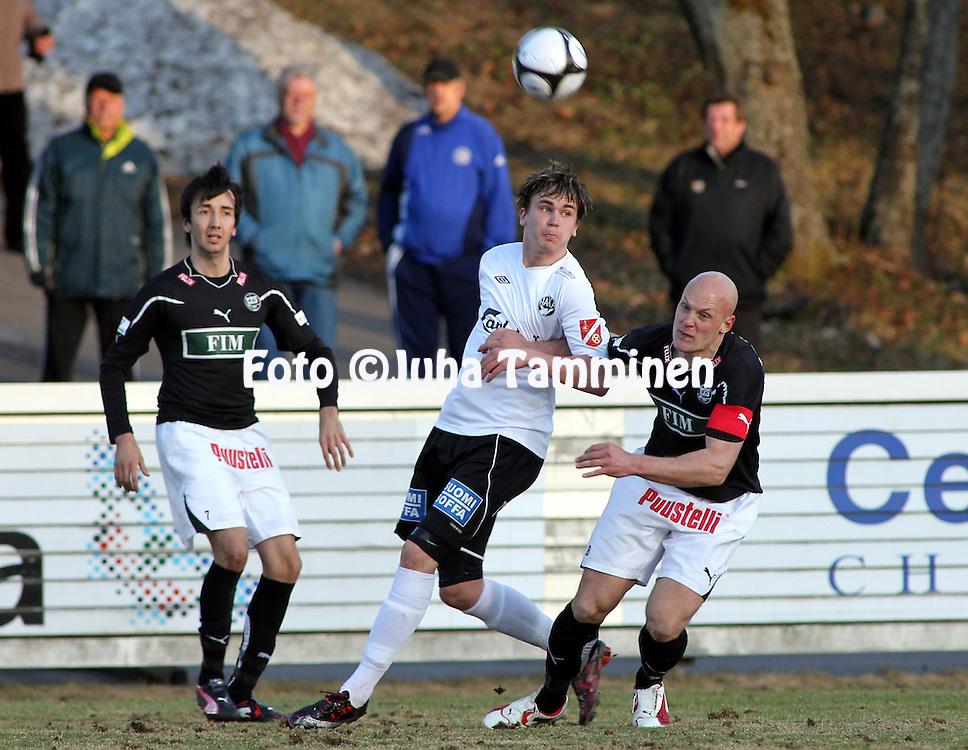 19.04.2010, Tehtaankentt?, Valkeakoski..Veikkausliiga 2010, FC Haka - FC TPS Turku..Niko Ik?valko (Haka) v Jarno Heinikangas (TPS).©Juha Tamminen.