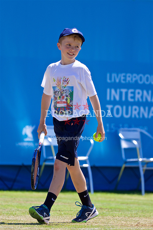 LIVERPOOL, ENGLAND - Saturday, June 17, 2017: Ball boy James Rigby plays a point for Guillermo Cañas (ARG) during Day Three of the Liverpool Hope University International Tennis Tournament 2017 at the Liverpool Cricket Club. (Pic by David Rawcliffe/Propaganda)