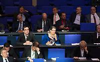 DEU, Deutschland, Germany, Berlin, 31.01.2019: Blick in die Reihen der AfD-Bundestagsfraktion (Alternative für Deutschland, AfD) bei einer Plenarsitzung im Deutschen Bundestag. Allein unter Männern in der Bildmitte: Franziska Gminder.
