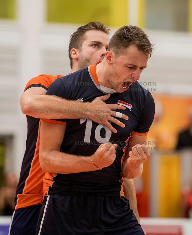24-09-2016 NED: EK Kwalificatie Nederland - Wit Rusland, Koog aan de Zaan<br /> Nederland wint na een 2-0 achterstand in sets met 3-2 / Robbert Andringa #18, Dirk Sparidans #5