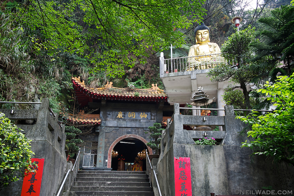 The entrance to Xiandong Fairy Cave.