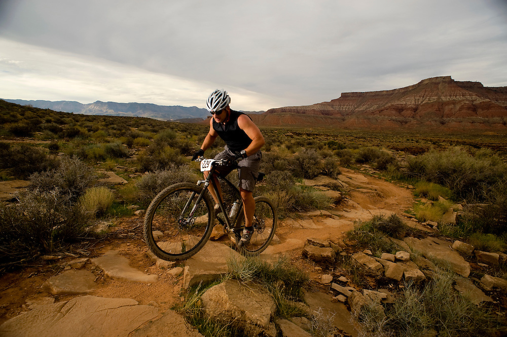 Mark Weston climbs up Hurricane Rim trail on his fully rigid singlespeed.