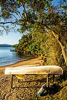 Barcos na Praia da Barra do Sambaqui. Florianópolis, Santa Catarina, Brasil. / Boats on Barra do Sambaqui Beach. Florianopolis, Santa Catarina, Brazil.