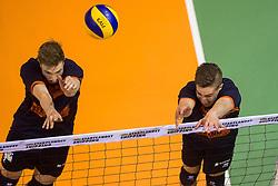 17-04-2016 NED: Play off finale Abiant Lycurgus - Seesing Personeel Orion, Groningen<br /> Abiant Lycurgus is door het oog van de naald gekropen tijdens het eerste finaleduel om het landskampioenschap. De Groningers keken in een volgepakt MartiniPlaza tegen een 0-2 achterstand aan tegen Seesing Personeel Orion, maar mede dankzij invaller Gino Naarden kwam Lycurgus langszij en pakte het de wedstrijd met 3-2 / Dik Heusinkveld #2 of Orion, Pim Kamps #7 of Orion