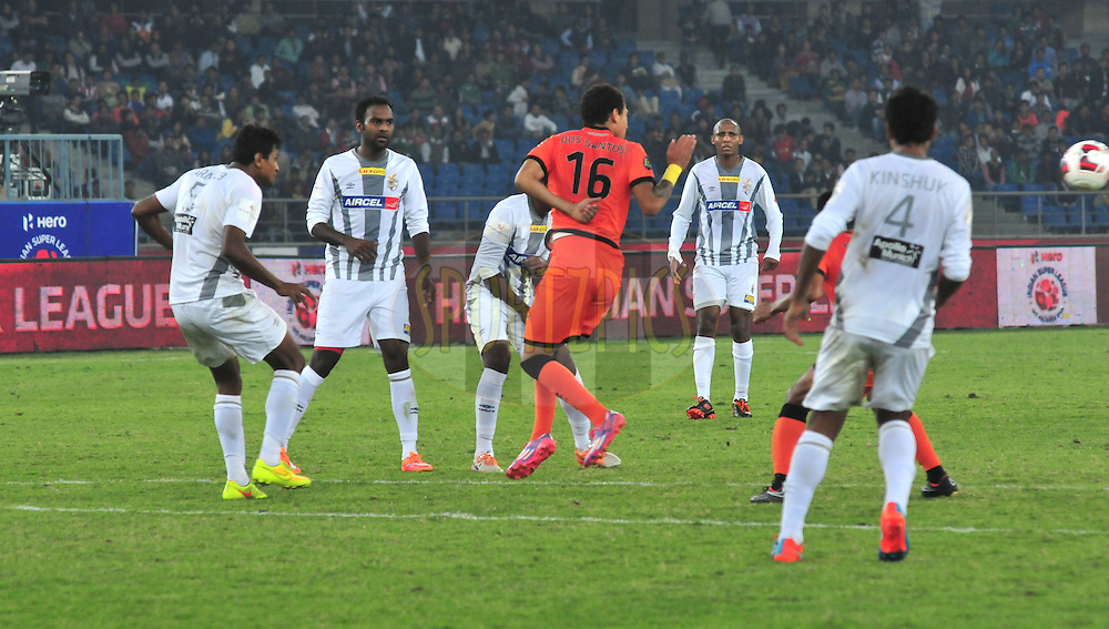 Delhi Dynamos FC and Atletico de Kolkata FC players in action  during match 47 of the Hero Indian Super League between The Delhi Dynamos FC<br /> and Atletico de Kolkata FC held at the Jawaharlal Nehru Stadium, Delhi, India on the 2nd December 2014.<br /> <br /> Photo by:  Arjun Panwar / ISL/ SPORTZPICS