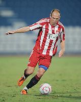 Fussball 1. Bundesliga  Saison   2010/2011   08.01.2011 FC Bayern Muenchen -  Al Wakrah Sport Club Arjen Robben (FC Bayern Muenchen)  am Ball
