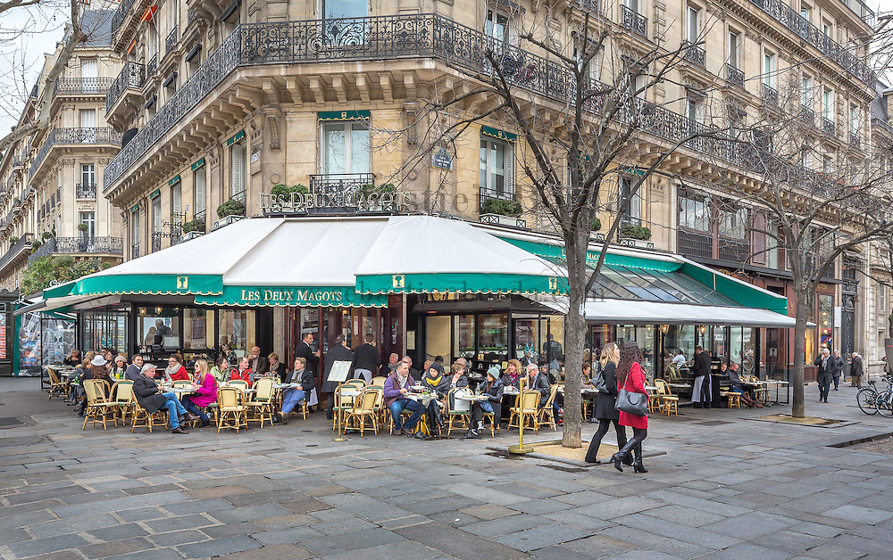 Café Les Deux Magots du quartier Saint Germain des Prés // Saint Germain des Près famous café Les Deux Magots