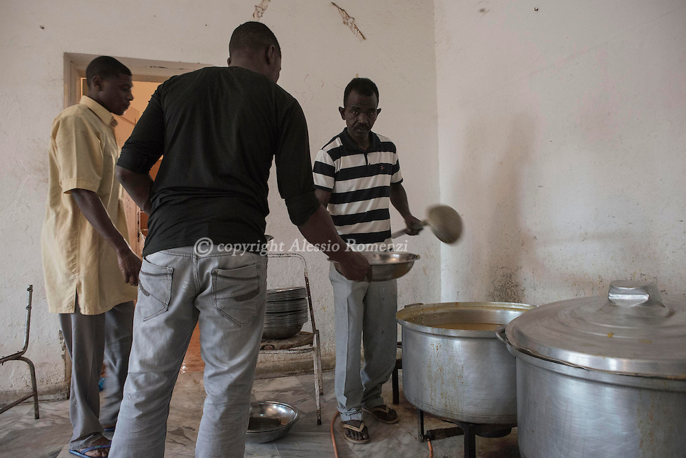 Libya, Misurata district: Al Kararem detention center. Makeshift kitchen that is supposed to prepare 900 basic meals for the detainees, on May 16, 2015. Alessio Romenzi