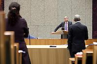 Nederland. Den Haag, 26 oktober 2010.<br /> De Tweede Kamer debatteert over de regeringsverklaring van het kabinet Rutte.<br /> VVD fractievoorzitter Stef Blok luistert naar Job Cohen, oppositie PvdA..<br /> Kabinet Rutte, regeringsverklaring, tweede kamer, politiek, democratie. regeerakkoord, gedoogsteun, minderheidskabinet, eerste kabinet Rutte, Rutte1, Rutte I, debat, parlement<br /> Foto Martijn Beekman