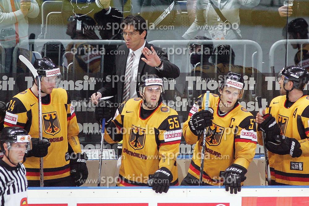 20.05.2010, SAP-Arena, Mannheim, GER, 74. IIHF WM, Gruppe D, Schweiz ( SUI ) vs Deutschland ( GER ) im Bild: Direkt nach dem 0:1 durch Philip GOGULLA ( GER / Buffalo #87 ) mahnt Uwe KRUPP Headcoach / Cheftrainer of Team Germany / Deutschland zur Ruhe EXPA Pictures © 2010, PhotoCredit: EXPA/ nph/   Florian Mueller / SPORTIDA PHOTO AGENCY