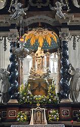 THEMENBILD - Die Lombardei ist eine norditalienische Region mit einer Fläche von 23.863 km und ca.9,8 Mio. Einwohnern. Sie ist in zwölf Provinzen aufgeteilt und liegt zwischen Lago Maggiore, Po und Gardasee. Bilder aufgenommen am 21. August 2013, im Bild Innenaufnahme Altarbild des Raimondi. auch des hl. Hieronymus genannt, von Bernardino Luini (1480/90-1532), Kathedrale Comer Dom, Dom Santa Maria Maggiore // THEMES PICTURE - Lombardy is a northern Italian region with an area of 23,863 km and a population of 9,8 Mio. It is divided twelve provinces and is situated between Lake Maggiore, Lake Garda and Po. Pictured on 2013/08/21. EXPA Pictures © 2013, PhotoCredit: EXPA/ Eibner/ Michael Weber<br /> <br /> ***** ATTENTION - OUT OF GER *****