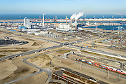 Nederland, Zuid-Holland, Rotterdam, 18-02-2015; Tweede Maasvlakte (MV2). Europaweg en Emplacement Maasvlakte West (Rail Terminal West), in beheer bij Keyrail, exploitant Betuweroute. Zicht op de elektriciteitscentrales van E.ON., APM Terminals Rotterdam, ECT.<br /> <br /> Emplacement Maasvlakte West (West Rail Terminal) and  next to the Hartelharbour  the Emplacement Maasvlakte East. Managed by Keyrail, operator Betuweroute.<br /> <br /> luchtfoto (toeslag op standard tarieven);<br /> aerial photo (additional fee required);<br /> copyright foto/photo Siebe Swart Europaweg en Emplacement Maasvlakte West (Rail Terminal West). Aan het water van de Hartelhaven het Emplacement Maasvlakte Oost. In beheer bij Keyrail, exploitant Betuweroute. Zicht op de eleckrticiteitscentrales van E.ON., APM Terminals Rotterdam, ECT.<br /> <br /> Emplacement Maasvlakte West (West Rail Terminal) and  next to the Hartelharbour  the Emplacement Maasvlakte East. Managed by Keyrail, operator Betuweroute.<br /> <br /> luchtfoto (toeslag op standard tarieven);<br /> aerial photo (additional fee required);<br /> copyright foto/photo Siebe Swart