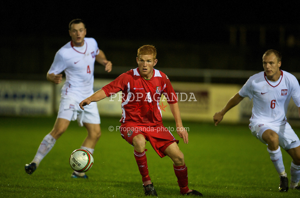CAMARTHEN, WALES - Tuesday, September 8, 2009: Wales' Marc Williams in action against Poland during the Under-23 Semi-Professional friendly match at Richmond Park. (Pic by David Rawcliffe/Propaganda)