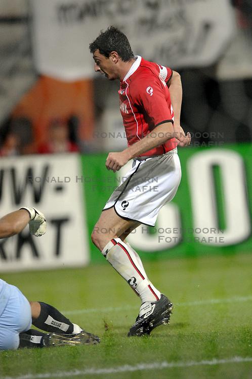 19-10-2006 VOETBAL: UEFA CUP: AZ - SPORTING BRAGA: ALKMAAR<br /> AZ versloeg de Portugese topclub Sporting Braga in de groepsfase van de UEFA-beker overtuigend met 3-0 / Shota Arveladze <br /> &copy;2006-WWW.FOTOHOOGENDOORN.NL