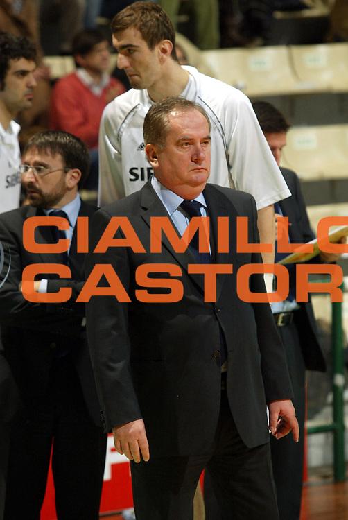 DESCRIZIONE : Siena Eurolega 2005-06 Montepaschi Siena Real Madrid <br /> GIOCATORE : Maljkovic <br /> SQUADRA : Real Madrid <br /> EVENTO : Eurolega 2005-2006 <br /> GARA : Montepaschi Siena Real Madrid <br /> DATA : 01/02/2006 <br /> CATEGORIA : <br /> SPORT : Pallacanestro <br /> AUTORE : Agenzia Ciamillo-Castoria/G.Ciamillo